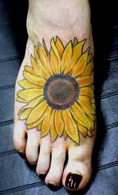 给人希望的向日葵纹身