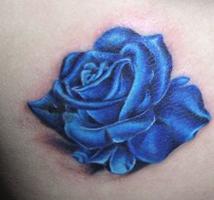 蓝色花朵纹身的含义