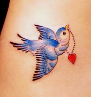 鲜艳灵活的燕子纹身图案