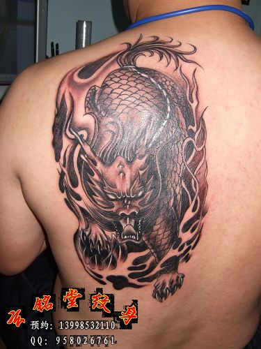 后肩膀麒麟纹身